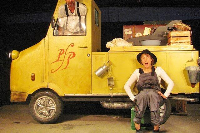 Mobiles-Theater-2000-Herr-Paul-und-seine-Märchen-(2).jpg