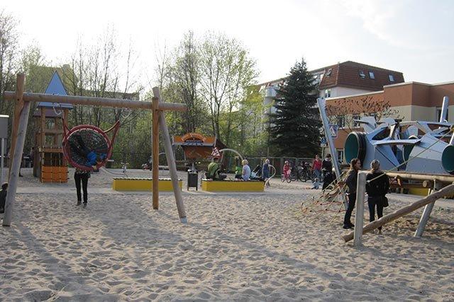 Spielplatz Rennauto
