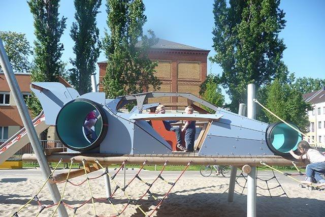 Spielplatz Rennauto 2