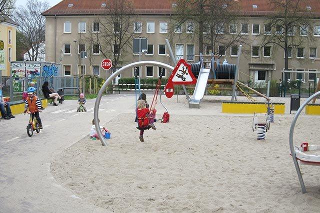 Spielplatz Rennauto 3