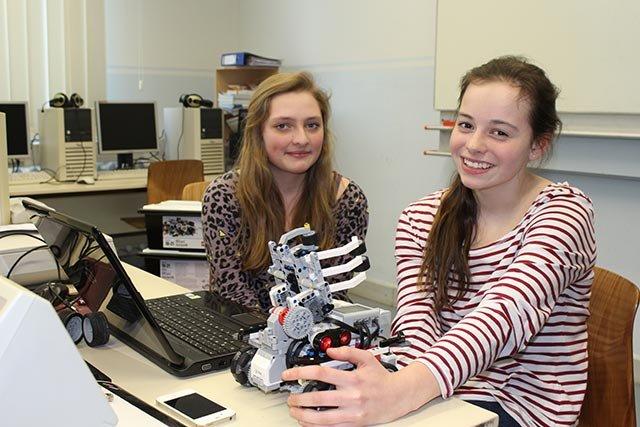 Robocup: Laure und Michelle