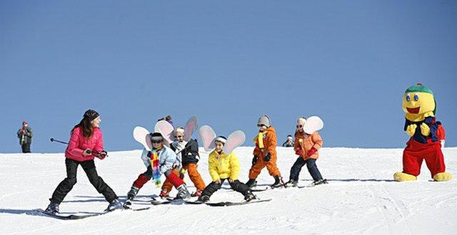 Da macht das Skifahren lernen doch richtig Spaß.
