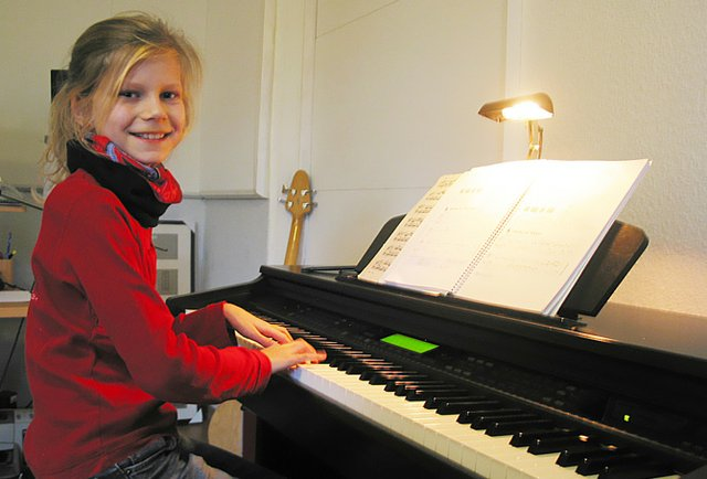 Josefine am Klavier