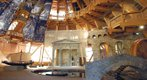 Das Innere des Jahrtausendturms birgt eine Ausstellung zu 6000 Jahren Menschheitsentwicklung.