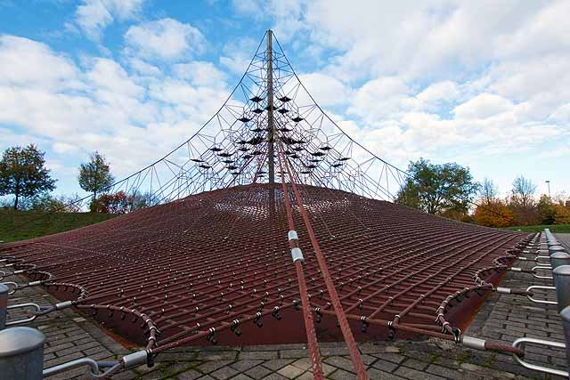 Spielplatz Kletterpyramide
