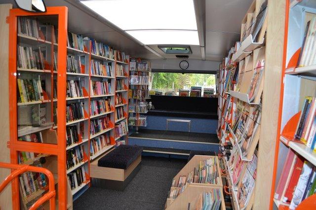 BücherbusInnenraum.JPG