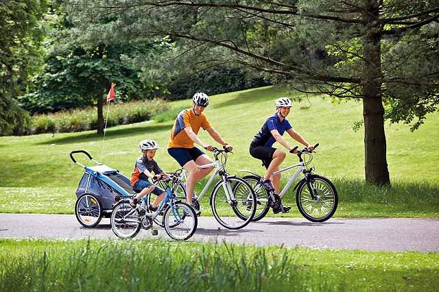 Niña Feliz Andar En Bicicleta: Mit Dem Rad übers Land
