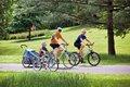 aktiv_fahrrad_Familie unterwegs1-Quelle_www.pd-f.de_zweipluszwei.jpg