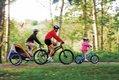 aktiv_Fahrrad_Familie unterwegs-Quelle_www.pd-f.de_zweipluszwei.jpg