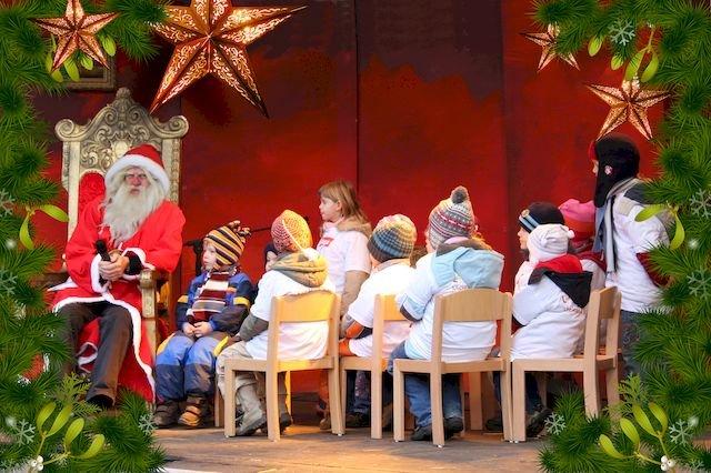 Nikolaustag auf dem Weihnachtsmarkt