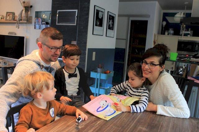 Familie Albrecht mit ihren Pflegekindern