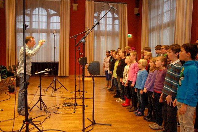 Felix Koch beim Training mit Kindern