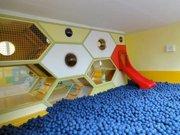 Bienenwabe-Ballpool im Arche Noah