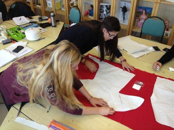 Nähkurs in der Schule für Mode und Design