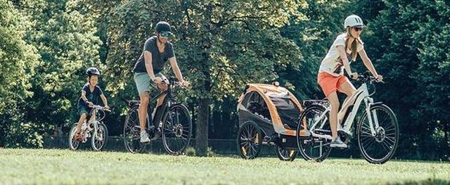 In Familie unterwegs mit dem Fahrrad