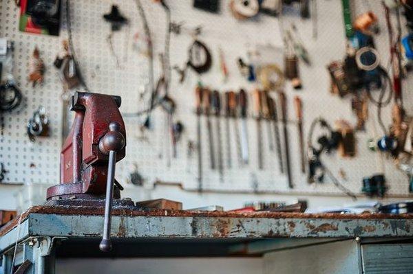 Für die Reparatur kaputter Dinge benötigt man das richtige Werkzeug