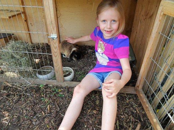 Lotte mit Kaninchen Merle