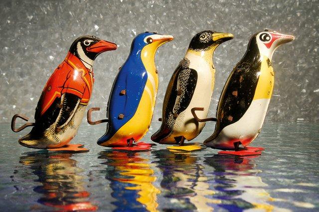 Mechanisches Blechspielzeug - Pinguine