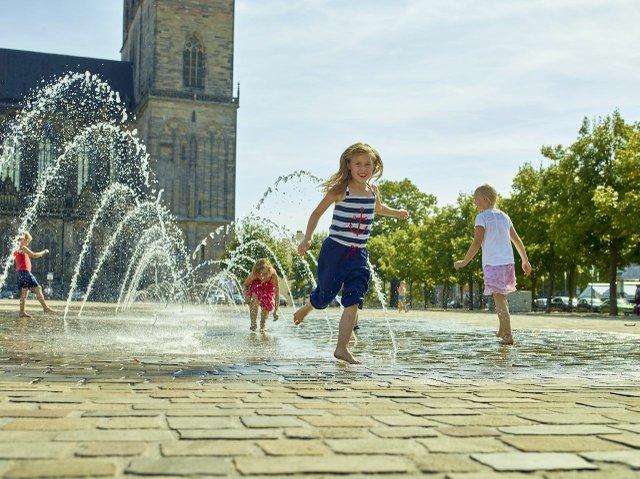Wasserspiele auf dem Domplatz Magdeburg