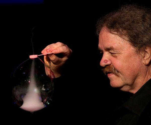 Meister der Seifenblasen Tom Noddy