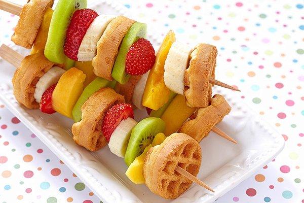 Obst-Waffel-Spieße für die Lunchbox
