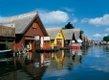 Bunte Bootshäuser machen die Idylle perfekt.