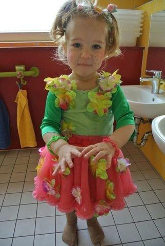 Maithe im FlowerPower-Outfit