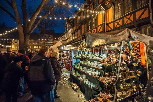 Weihnachtsmarkt Wernigerode In Den Höfen.Adventsstadt Quedlinburg Ottokar